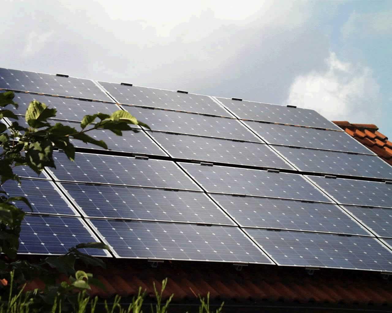 http://www.retepiacenza.it/UserFiles/Image/cornaca/pannelli_solari_fotovoltaici.jpg